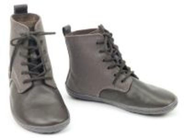 Schritt für Schritt, Schuhe in München, Klenzestraße VOGUE