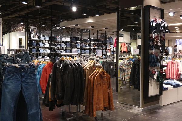 yeans halle jeans denim in augsburg willy brandt platz gq labelfinder. Black Bedroom Furniture Sets. Home Design Ideas